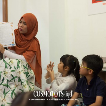 Storytelling in COSMOTOTS-iqd